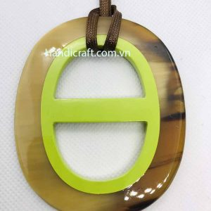 Natural horn color Pendant H00066